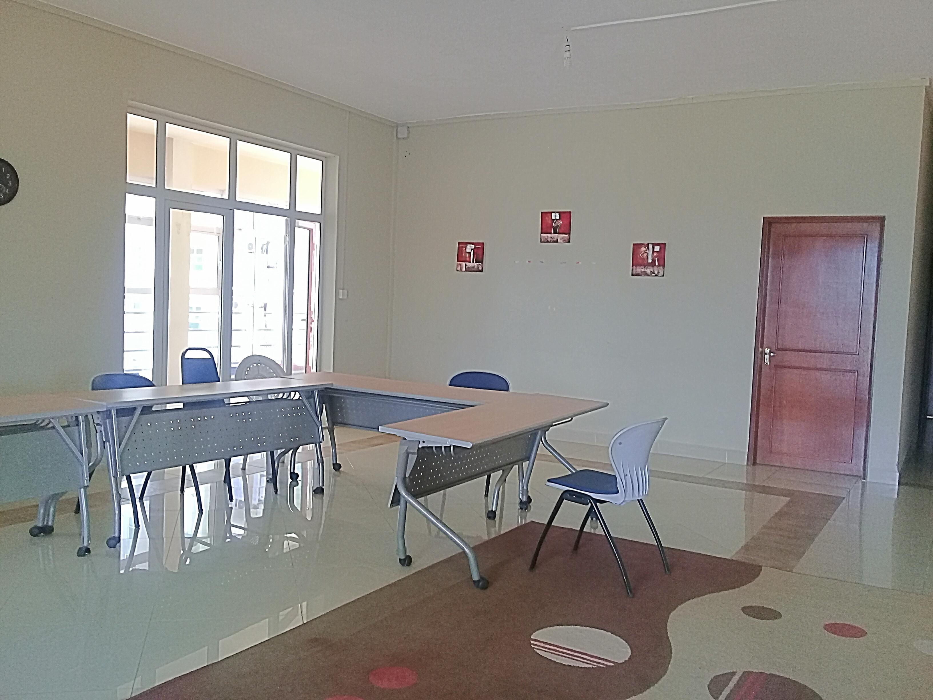 Bureau spacieux en location