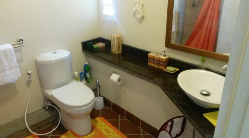 6.Attached Bathroom